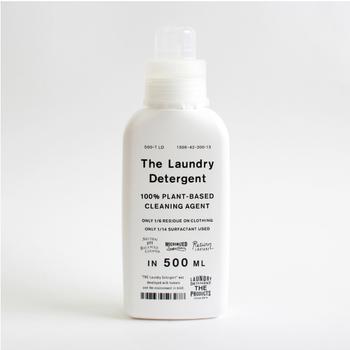 世の中の定番づくりをテーマにものづくりをするブランド「THE(ザ)」。そんなTHEがつくり出す洗濯洗剤は、一回のお洗濯で使う洗剤はティースプーン1杯のわずか5mlと、環境にもやさしいのが特徴です。