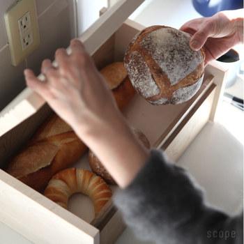 無垢材だから、中にはそのままパンを入れても安心です。蓋を開けた時に感じられるパンの香りも魅力です。