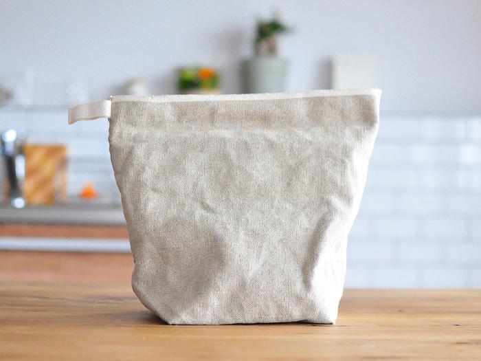 保管したり、持ち運びたい時は、袋の口を伸ばせばOK。クリップで留めてピクニックに持ち出しても良さそう。