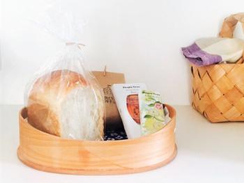 パンを置いたら、そのままキッチンで管理するのもおしゃれに見えます。