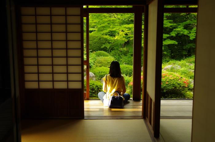 参加するのにちょっぴり敷居が高いようにも思える坐禅ですが、都内には予約不要で朝の坐禅体験をすることができるお寺があります。都心部でアクセスも良いので、出社前のひとときを過ごすのにぴったりです。