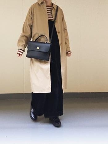 お買い物したい日や観光地では、バッグを斜め掛けにしてカジュアルな印象に。両手が空くので移動も楽々ですよ。