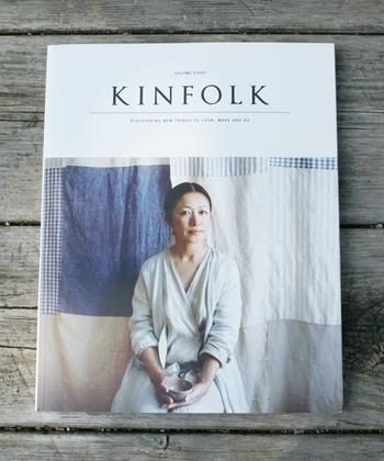2011年にアメリカのポートランドで創刊された「KINFOLK(キンフォーク)」は、ライフスタイルの雑誌として日本でもすでに根強い人気があります。中は、美しい写真と詩的なエッセイ、美味しいレシピなど実用性も兼ね備えた雑誌です。