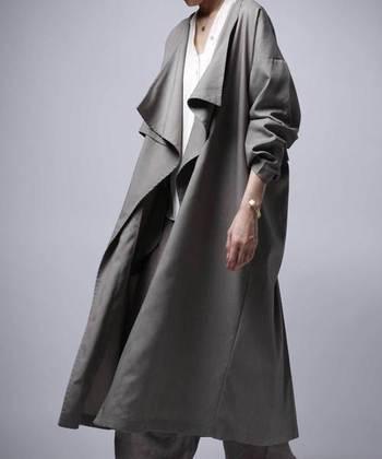 幅広い年齢層に支持される「antiqua」 は、他にはないシルエットや素材にこだわったお洋服を展開しているブランド&セレクトショップブランドです。シンプルですが、変形デザインや、遊び心あるディテールが好きな方におすすめです。