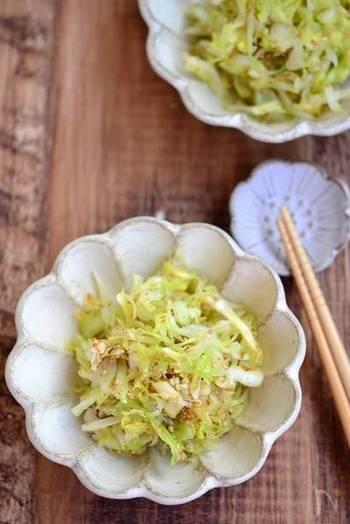 常備菜、作り置きにオススメの、うま塩おかかキャベツ。ごま油、いりごまの風味や、かつお節のうまみをしっかりと味わえる一品です。