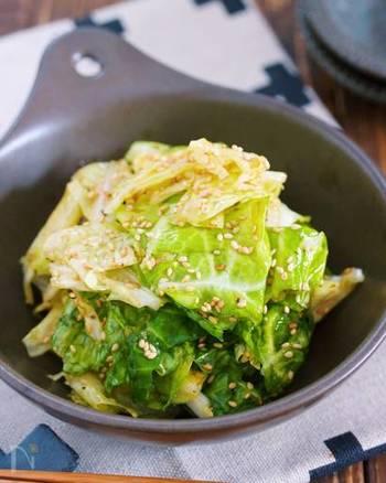 洗い物も出ないから楽々、簡単うまたれキャベツ。素材そのものの美味しさを十分に味わうことができる、毎日食べたい春キャベツレシピです。