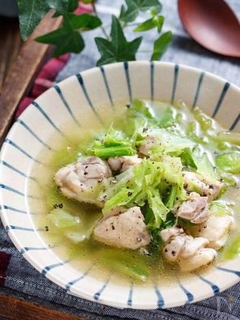 前日に食べ過ぎた時など、胃腸に優しいものが食べたいという日には、ホッとするキャベツスープを。2素材のみで簡単に作れるお手軽さも◎