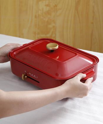 自宅で焼き肉やお好み焼きをするとき便利なのが「ホットプレート」。きっとどこの家庭も、一家に一台は持っているのではないでしょうか?