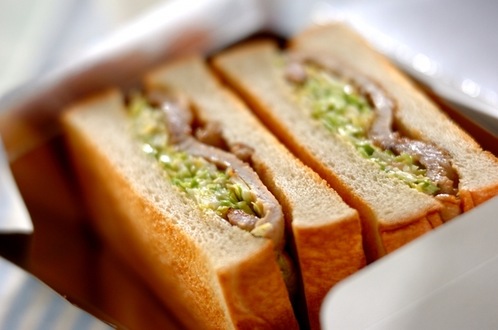 豚のショウガ焼きが余ったら、サンドイッチを作ってみましょう。ボリューム感たっぷり、甘みのある春キャベツのシャキシャキした食感も同時に楽しめる一品です。