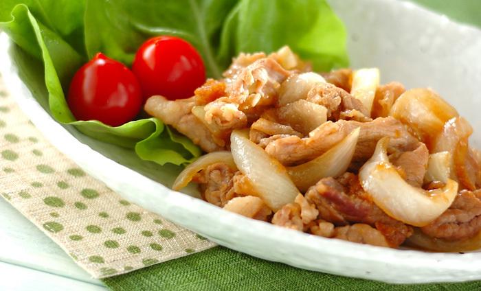 春のお野菜、新玉ねぎと豚肉の生姜焼きもオススメ。みずみずしくて、辛味が少ない新玉ねぎを入れることで、シャキシャキ感や甘みが加わり、ビタミンB1、B2、C、カルシウム、鉄などの栄養素も一緒に摂ることができます。