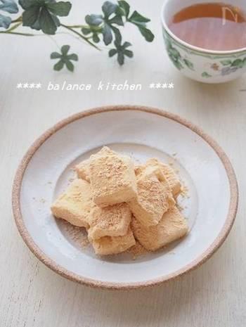 こちらは珍しい、マシュマロを使った、新触感のお餅のレシピ。材料はきなこと豆乳だけ!レンジを使うので、誰でも簡単に作れます♪