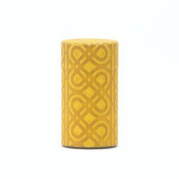 模様が素敵な日本の伝統技術手漉き和紙を生かした茶筒です。 素材はステンレス。使うたびに、蓋と容器の絵をぴったり合わせたくなる素敵な缶です。
