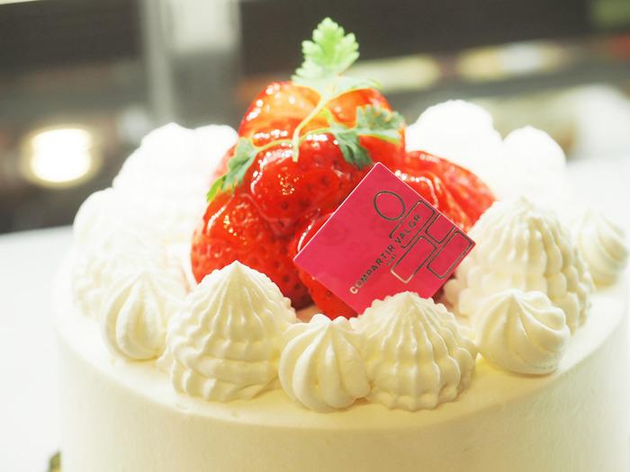 ■フレサ たっぷりの生クリームといちごを贅沢に使用した王道ながらも、こだわりの詰まったケーキ。 ホールでお祝い事にもおすすめ。