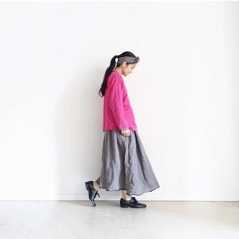 体のラインを隠しつつもおしゃれに優しくコーディネートを決めてくれるロングスカートは大人のおしゃれをさらに盛り上げてくれるアイテムです。