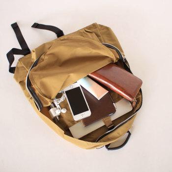 普段持ち歩くバッグにはついあれもこれもと詰め込みたくなりますが、「すっきり&機能的なバッグ」にするためには必要最低限のアイテムに絞ることも大事なポイントです。まずはバッグの中身を一度全部出して、本当に必要な物だけを厳選しましょう。