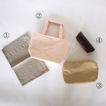 リュックやトートバッグなど容量の大きいバッグの場合には、こちらの写真のようなトラベルバッグや小さめのトートバッグ、メガネケースやポーチなどを活用するのもおすすめです。以下のリンク先のページでは収納方法のポイントなどが詳しく紹介されていますので、ぜひ参考にしてみてくださいね。