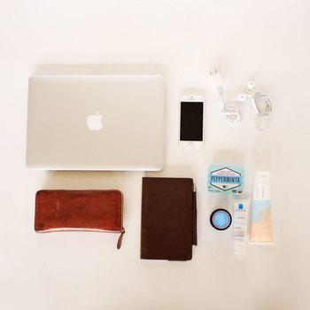 お財布・手帳・文庫本などの必需品から、スマホ・バッテリー・ケーブルなどのガジェット類まで。普段持ち歩くバッグの中には様々な物が収納されていますが、上手に整理をして収納しておかないと、必要な時にすぐに取り出すことができませんよね?