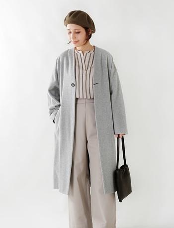 コートのインナーに軽やかなブラウスを合わせるのもおすすめ。冬用ニットを軽め素材のトップスに一ヶ所変えるだけでも季節感が変わってきます。