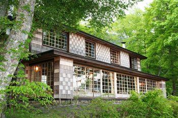 明治から昭和初期にかけては、外国人の避暑地としても人気だった中禅寺湖畔。大使館の他、多くの別荘が建てられました。そのうちの一つがイタリア大使館別荘です。