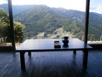 まるで時が止まったような山里の風景をゆっくり眺めながら、日頃の疲れを癒やしてみませんか?