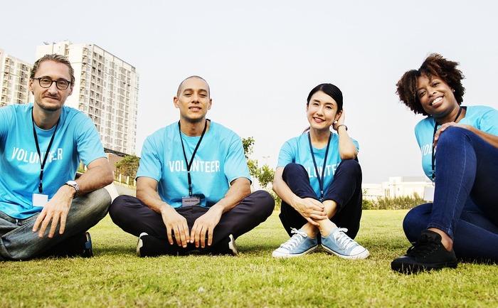 ボランティア活動への参加。 遠方まで出向かなくても、生活圏内でも必要とされる場は数多く。多様な価値観を持つ仲間たちとともに目的を一つにして共働することに意義があります。