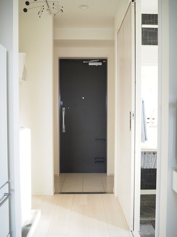 お家の顔でもある玄関だけでも、爽やかさを保っておきたいもの。 ちょっとの工夫で掃除が楽になればうれしいですよね。  汚れが溜まりやすい玄関は、こまめなプチ掃除がポイントです。