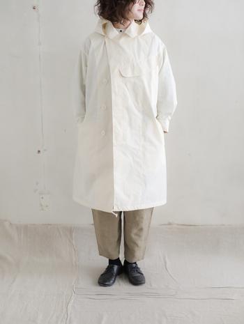 ホワイトが多めなので、ピュアな印象に仕上がります。白の柔らかな雰囲気を楽しみたいなら、ベージュと合わせるのがおすすめです。
