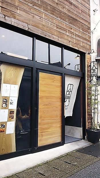 東武日光駅から東照宮へ行くまでのメインストリート沿いにあるカフェ。日光東照宮から徒歩3分の場所にありますが、外観がシンプルなため穴場的なお店となっています。