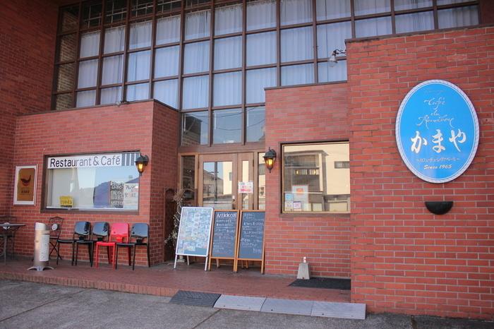 東武日光駅前にある、「かまやカフェ・デュ・レヴァベール」。創業50年以上の人気レストランで、お料理からデザート、ドリンクまで地元産食材にこだわって作られています。
