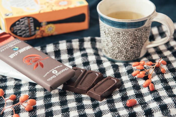 フェアトレードと有機素材、乳化剤不使用にこだわったスイスの企業が作る「Chocolat Stella(ショコラ・ステラ)」は、食べ切りやすいタブレットタイプのチョコレートで、オフィスの休憩タイムにもぴったり。小さくぱきっと分けられるので、シェアもしやすいですね。