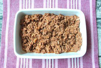 辛さ控えめなので、子どもも食べやすいタコライス風そぼろ。レンジで作れるから、洗い物が増えません。ご飯に混ぜ込んでおにぎりに。
