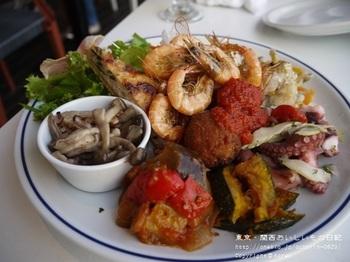 地元湘南のお野菜や魚介をメインにしたお料理が中心で、肩肘を張らずに気軽にいただけると評判です。アンティパストもボリュームがあり、女性同士のグループやデートにも良さそう。メニューはその日の仕入れによって変わるので、何度訪れても新しい味に出合えます。