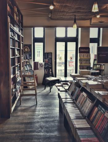 最近、個性的な本屋さんが増えています。取り扱いのジャンルや冊数が多いだけではなく、その空間そのものに価値を見出す素敵な本屋さんがあります。朝活として、本屋さんにおでかけしてみるといつもとは違った発見があるかもしれません。
