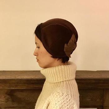 さまざまな歴史の中で生まれてきた帽子をはじめとするクラシックな装身具を、現代の生活の中で美しく溶け込むようにと真摯な物づくりをされているsugri。時間の経過とともに自分だけのアンティークとして育っていきそうな、そんな価値あるアイテムが揃います。
