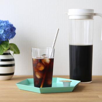 自宅で気軽にアイスコーヒーが楽しめる、水出しコーヒーパック。黒糖に似た香味あるアイスコーヒーで、口に含んだ後、鼻から芳ばしい香りが抜けます。