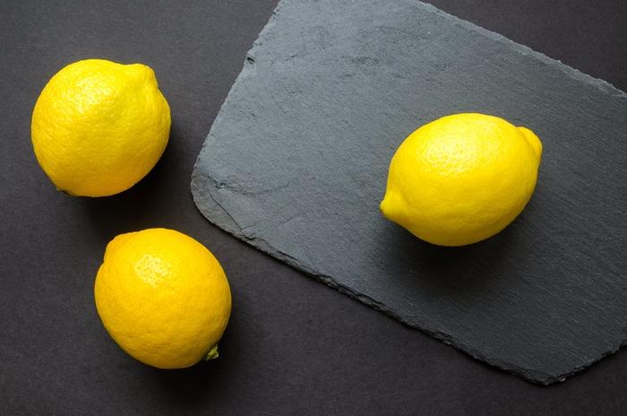 苦みの中にすっきりとした爽やかさが感じられるジュニパーベリーは、リキュールのジンの香りとしても有名。清涼感があり、デスクワークなどでむくんでしまった足を優しくマッサージしてあげることで、緊張をほぐしてすっきりと。柑橘系のレモンをプラスすれば、前向きにリフレッシュできます♪