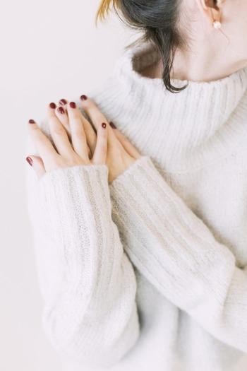 手袋をこまめに着けたり、厚手の靴下を履いていても、なかなか解消されない手足の冷え。冷え性は、20~30代の女性に多い身体のトラブル。お風呂に入った後でもすぐに指先が冷たくなってしまったり、ベッドでも体が冷えて寝付けなかったり…症状が深刻になると、むくみや頭痛、生理不順、気分の落ち込みまでもたらします。  冬だけでなく一年を通して、その辛さに悩んでいる方も多いのではないでしょうか。