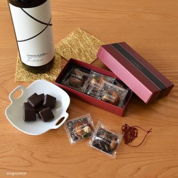 逆に、ダークチョコレートやバターたっぷりの焼き菓子なら、インドネシア系の重厚なコーヒーにすると相性が更に良くなります。