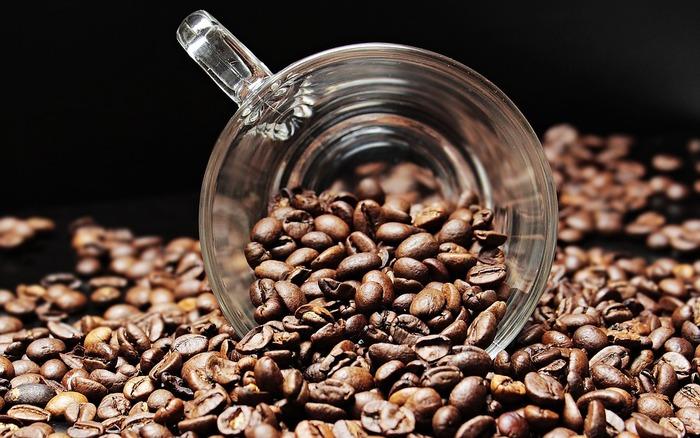 """コーヒーと食べ物を組み合わせる場合、産地や焙煎で合う物が変わってきます。先にも説明した通り、味が強いので食事に合わせるとしたら、酸味が強すぎず重すぎない""""中煎り""""の物がおすすめです。"""