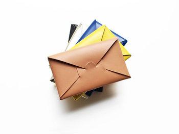 お財布って何個あっても嬉しいもの。いつも使っているものだけでなく、旅行の時は別のお財布に変えてみたり、その日のバッグの色と合わせて変えてみたり。家族やお友達へ贈る記念のプレゼントにも大変喜ばれます。
