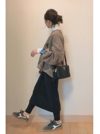 冬といえばニット。黒タイトスカートもニット素材を選びましょう。ストレッチが効いているので履きやすいんです。キッズでも履きやすい素材なので、親子でお揃いコーデにするのも素敵です。