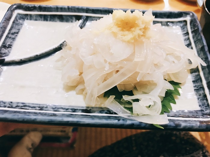 旅慣れた人が「函館に行くなら食事はここ」と決めて通うという「茶夢」。店主は函館のお隣、松前町のもと漁師。魚の目利きが一流なのはもちろんです。