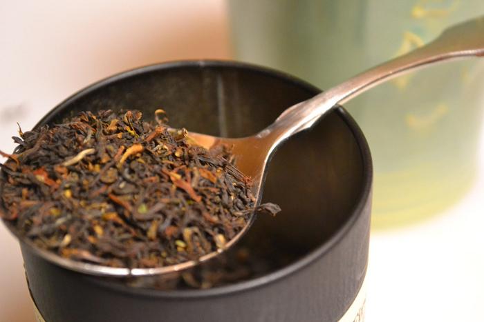 味わいの特徴が強い紅茶は、ダージリンです。元々緑茶に近い清涼感のある味わいですが、それを強調するため発酵が浅めになってる物が多いのです。そのため、紅茶にしては色が薄く渋みが強いと感じるかもしれません。