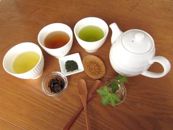 日本茶というと煎茶を選びがちですが、食事やお菓子の両方に合わせるのであれば、渋みの少ないほうじ茶や番茶の方がカバー範囲が広いのでおすすめです。