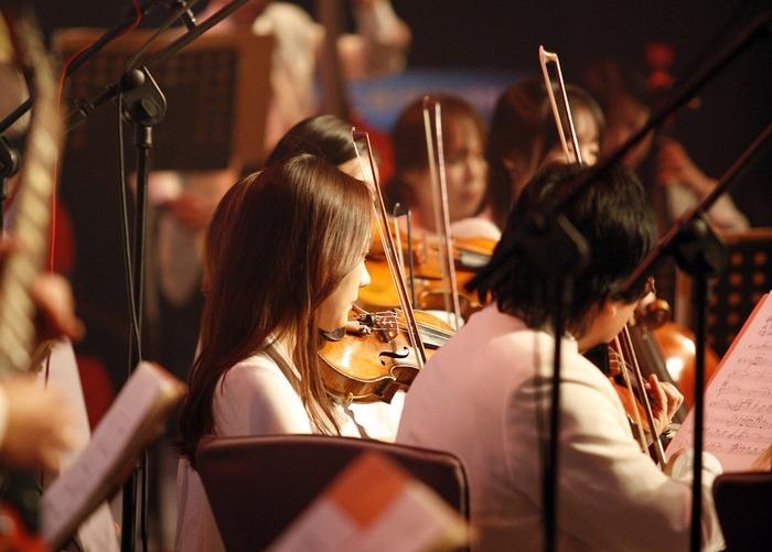 趣味を一緒に行う団体に加わり、活動する。 例えば、社会人アマチュアオーケストラへの参加。大学オケや中学高校のブラスバンド部出身者はトライしてみては!アマチュアスポーツしかり。