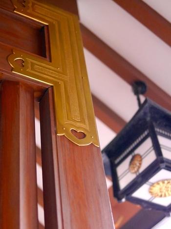 一年を通して、さまざまな祭典が執り行われ、季節ごとのお守りや境内のお花を楽しめる神社。都心にあってアクセスしやすいので、何か縁を結びたいときにはぜひ訪れたい神社です。