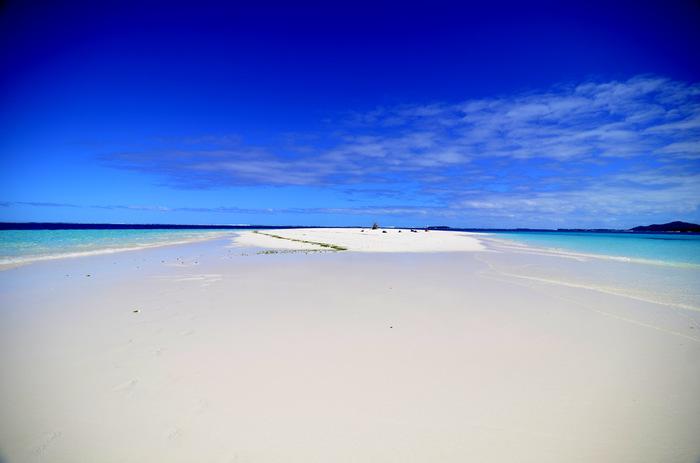 「天国にいちばん近い島」のキャッチフレーズで、根強い人気のニューカレドニア。真っ白な砂浜と透き通るブルーの海は、まさに楽園のような景色です。海を楽しむ新婚旅行先ランキングでも、常連です。