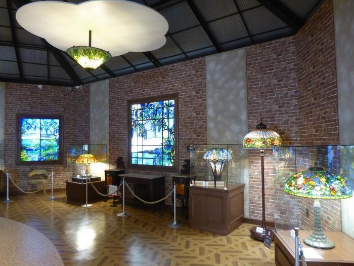 アメリカン・アールヌーボー期を代表する美しいランプやステンドグラスが楽しめる美術館です。アンティーク家具と共に一時代の芸術を楽しめます。