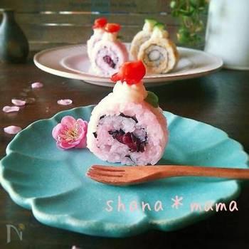 まるでロールケーキみたいなケーキ寿司。淡いピンク色のご飯が春らしく、とっても可愛いらしい雰囲気です。柴漬けの爽やかな香りが良いアクセントに…。