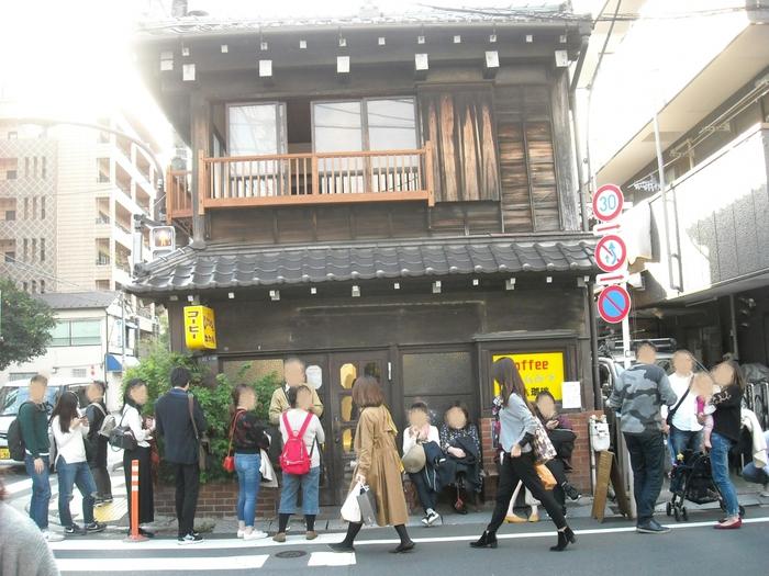 日帰りなら、週末のまち歩きはいかが。 〈谷根千)を訪ねたら、話題のレトロ喫茶店の長ーい行列は想定内。相席になっても、あとでみんなの喫茶店評価が楽しみ♪